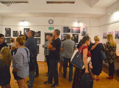 Wernisaż wystawy prac dyplomantów Lubelskiej Szkoły Fotografii wGalerii PodSchodami