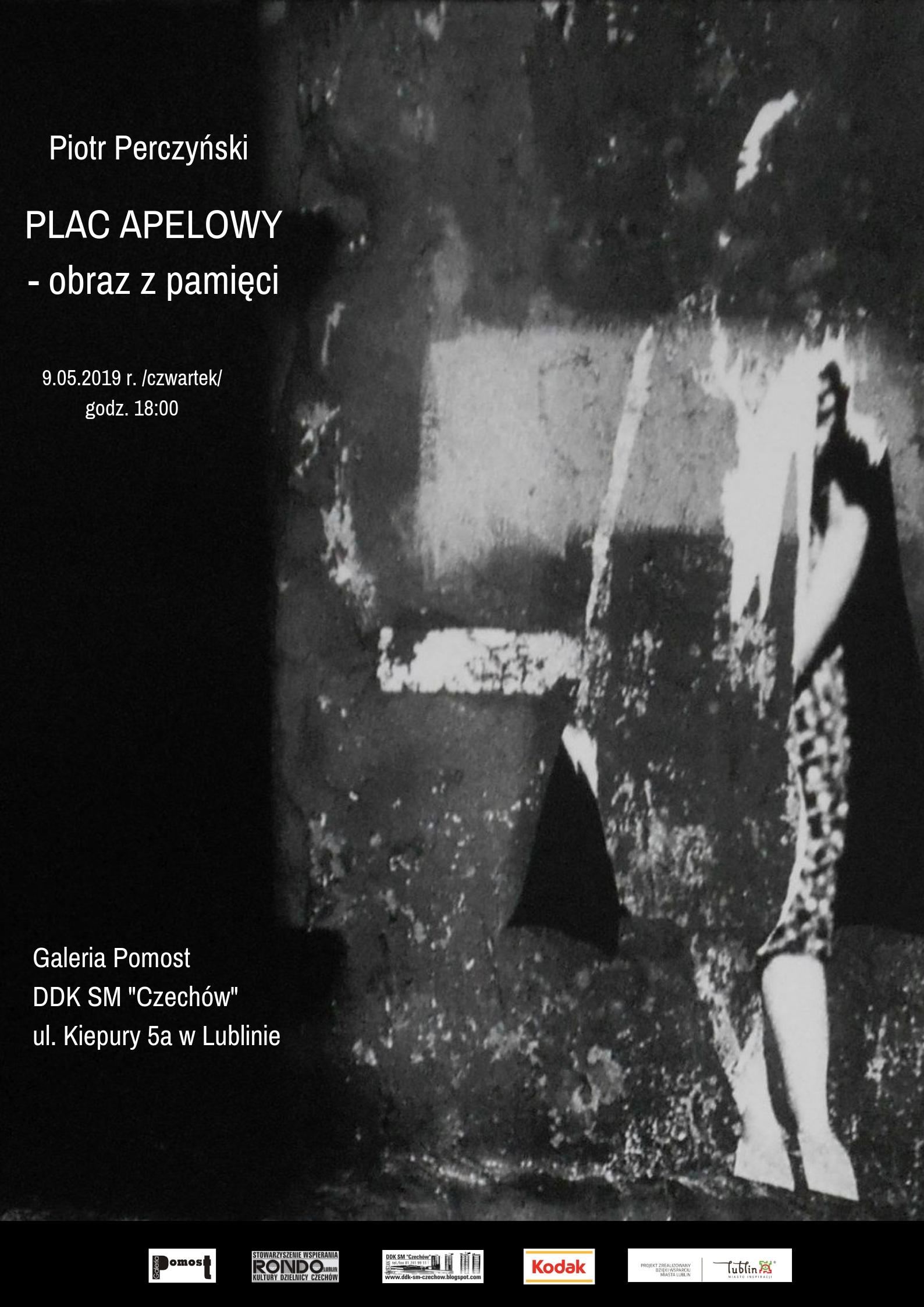 """Wystawa fotografii Piotra Perczyńskiego pn. """"Plac apelowy – obraz z pamięci"""""""