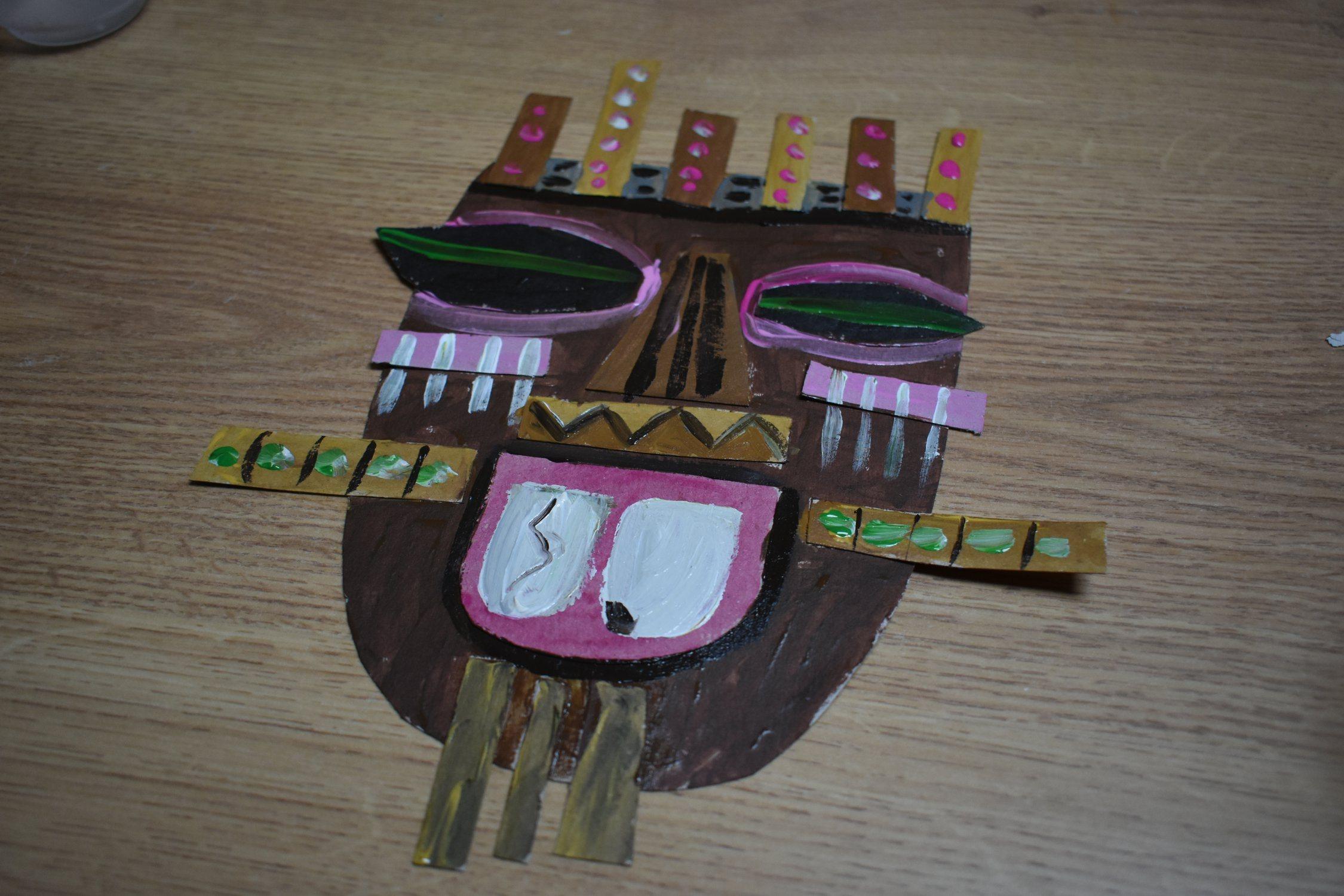 Afrykańskie maski ztektury – zajęcia manualne.